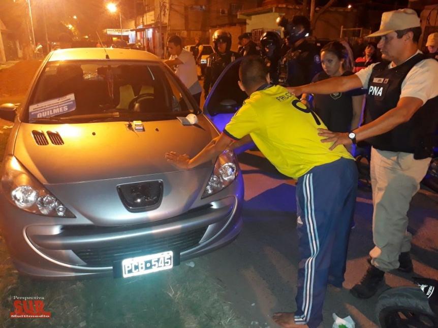 9 motos secuestradas y 3 detenidos por tenencia de drogas for Interior y policia porte y tenencia