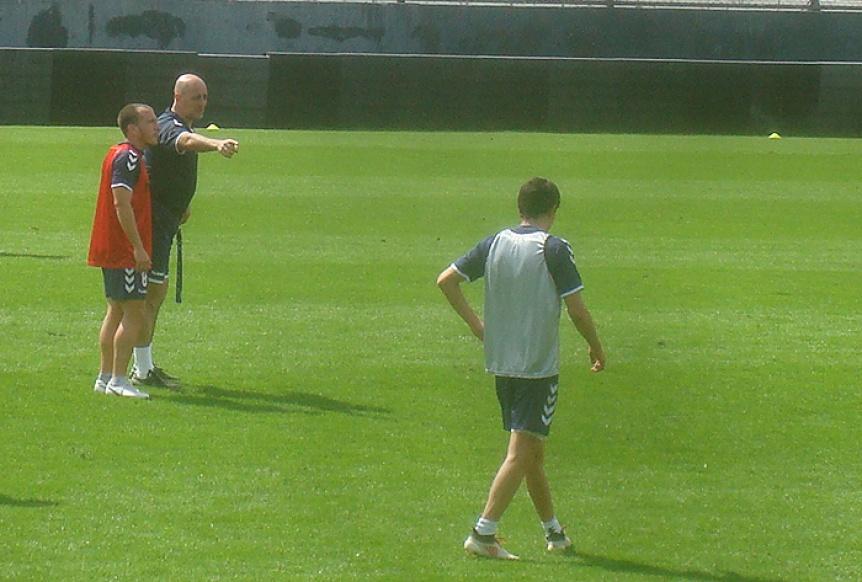 Quilmes hizo un nuevo ensayo futbol�stico con Max y Anselmo en el equipo