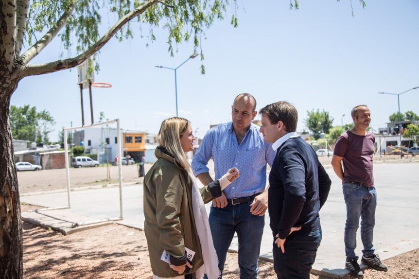 Molina visit� el barrio Itat� junto con autoridades provinciales