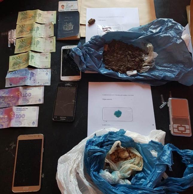 Dos dealers arrestados y un ladrillo de marihuana incautado en villa Los �lamos