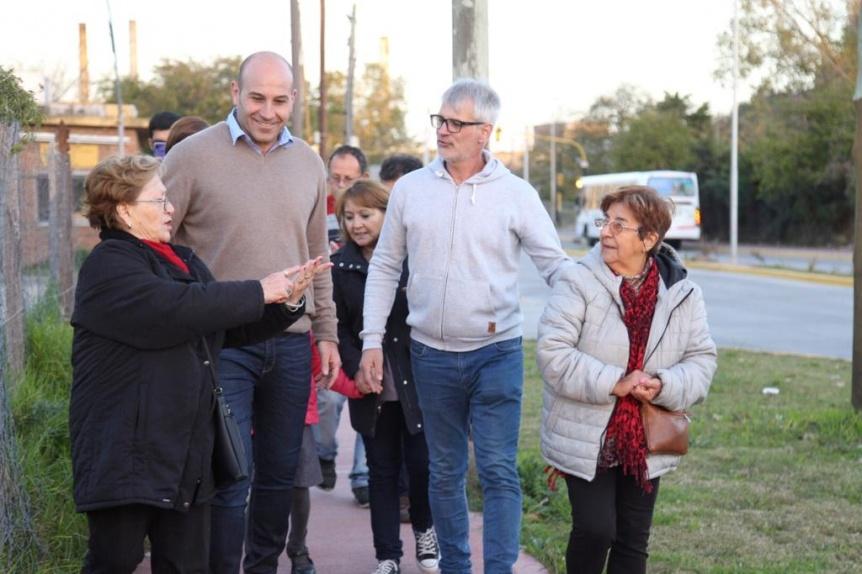 Molina recorrió la renovada avenida Mitre y dialogó con vecinos y comerciantes