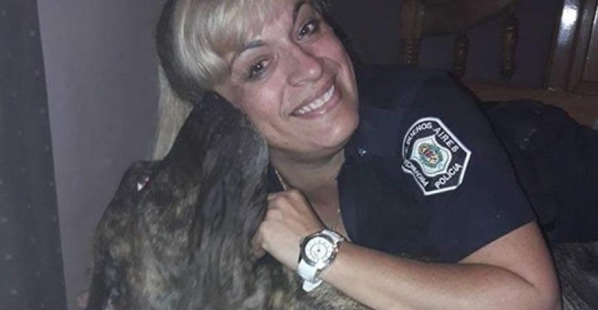 Polic�a quilme�a se hizo viral por su defensa de los caninos