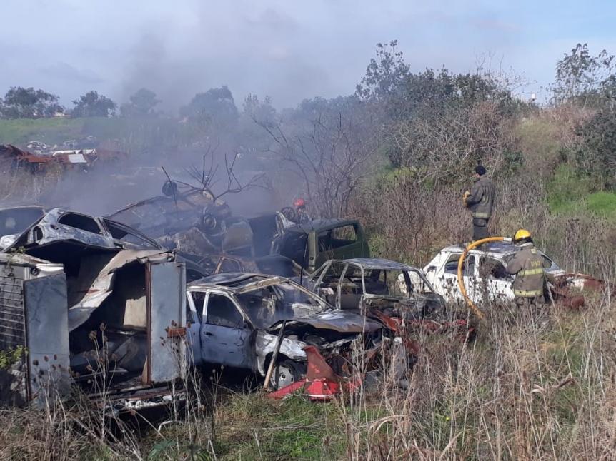 Incendio de veh�culos del dep�sito judicial de Quilmes