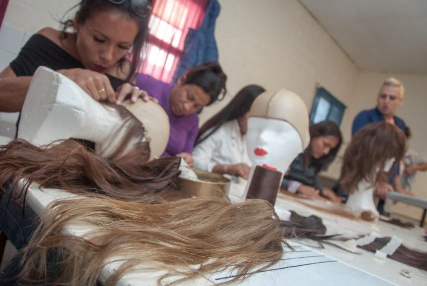 Internas trans de una c�rcel de Varela confeccionaron pelucas para donar a pacientes oncol�gicos