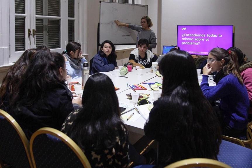 """Nueva jornada del taller """"Clubes de chicas en tecnología"""""""