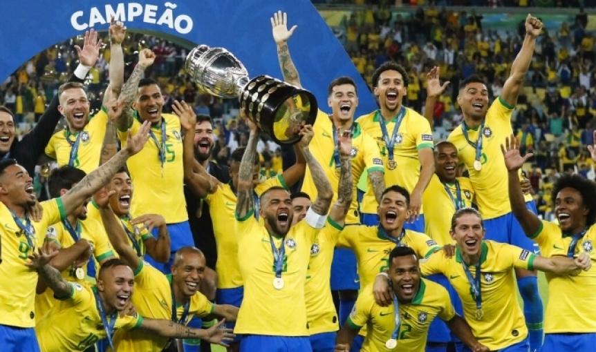 Con otro arbitraje pol�mico, Brasil derrot� a Per� y se coron� campe�n