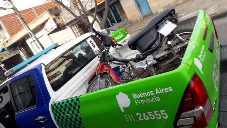 Adolescente aprehendido por conducir una moto robada en Solano