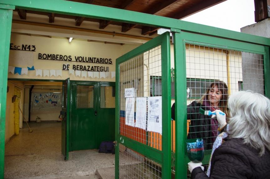 Berazategui: Voluntarios embellecieron la Escuela Primaria N° 43