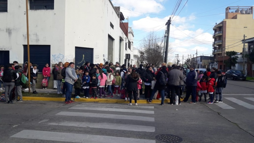 Nuevas amenazas de bomba profundizan el malestar en la comunidad educativa de Quilmes Oeste