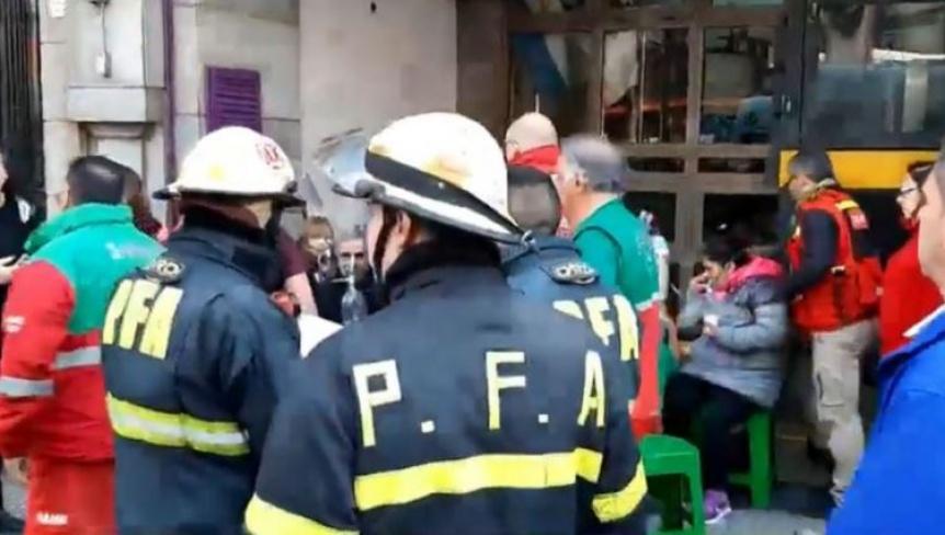 Terror en el subte: incendio, evacuaci�n y pasajeros atendidos en la l�nea E