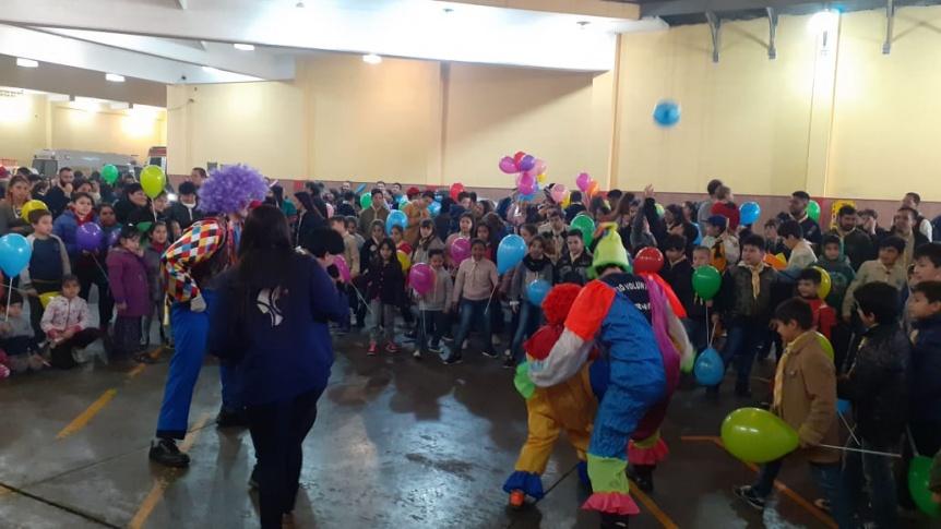 El cuartel de bomberos se vistió de fiesta para celebrar el Día del Niño
