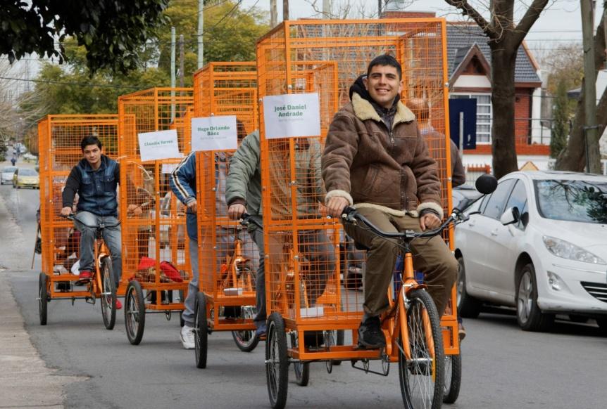 Patricio Mussi entregó bicicletas eléctricas a 30 recolectores informales de Berazategui