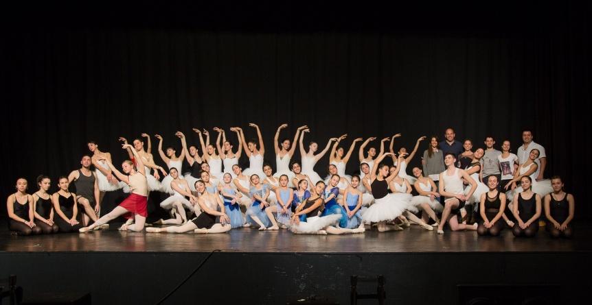"""""""El lago de los cisnes"""" en el Teatro Municipal de Quilmes"""
