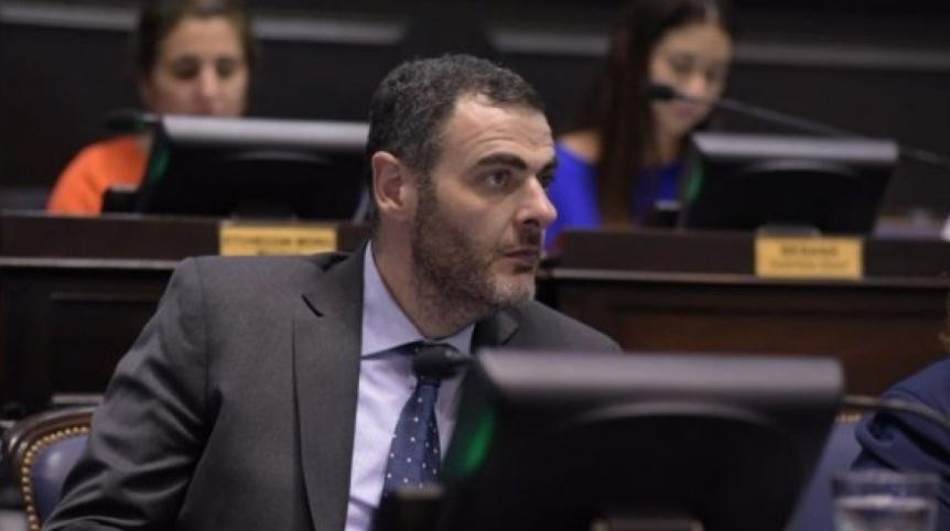 """Urreli: """"Depetri hace campaña hablando de temas nacionales porque desconoce Lanús"""""""