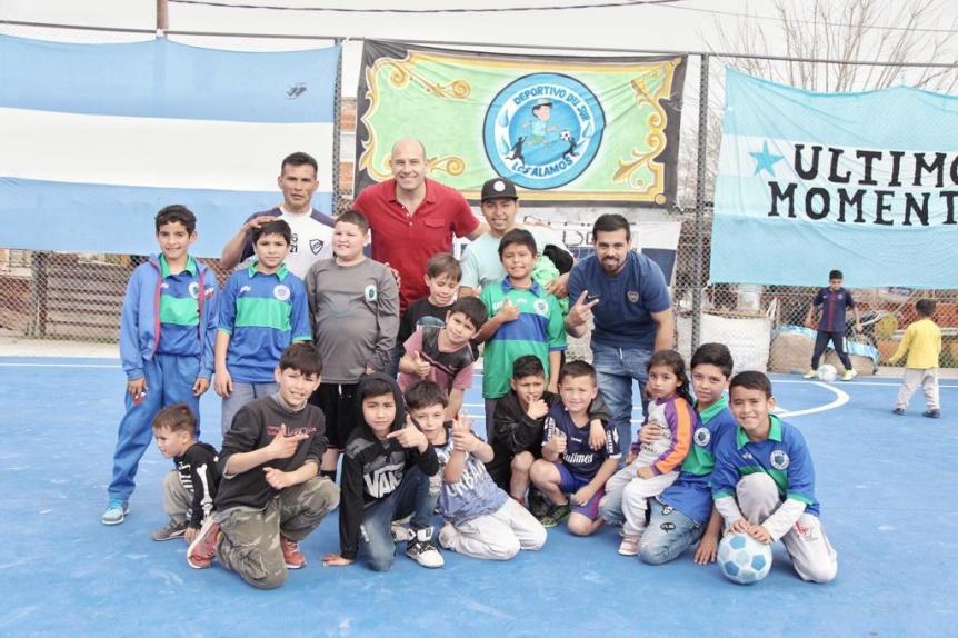 Molina inaugur� un play�n deportivo en el barrio Los �lamos