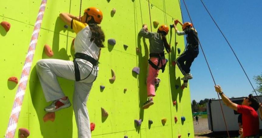�Animate! �Todos a escalar en pared vertical!