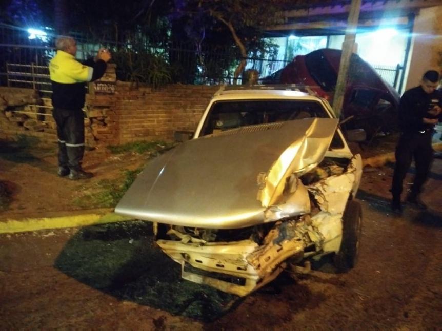Impresionante choque entre dos autos en Quilmes Este