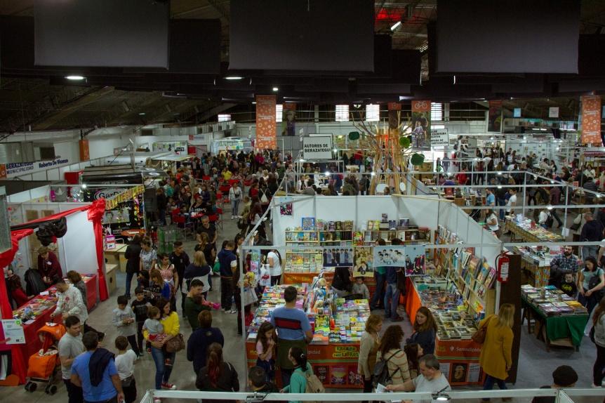 Ya arranc� Librarte, la Feria del Libro de Berazategui