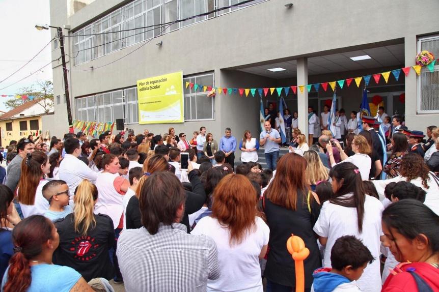 """""""Saldamos una deuda histórica"""", afirmó Molina tras inaugurar el edificio de la Primaria Nº 46"""