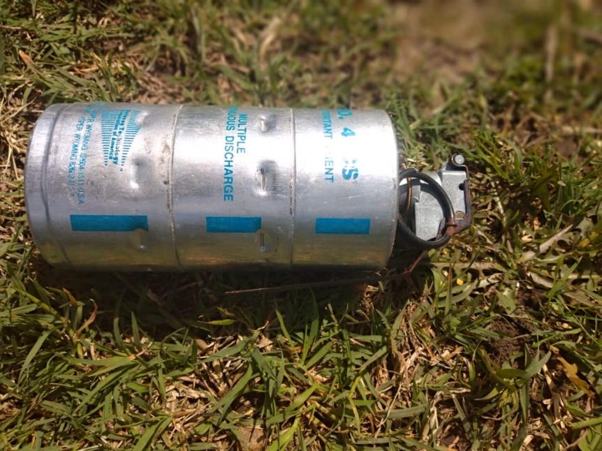 Encontraron granada lacrimógena tirada en la vía pública