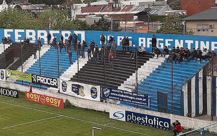 La gente de Quilmes se ubicó en la tribuna visitante
