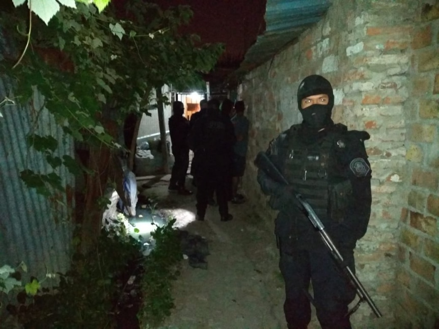 Atrapan a dealer de coca�na en inmediaciones de Villa Itat�