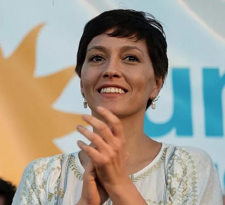 Mayra Mendoza saludó a los municipales en su día
