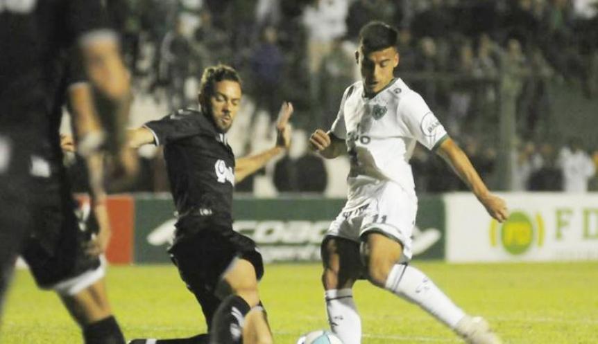 Quilmes cometió errores, el árbitro también y fue derrota ante Sarmiento