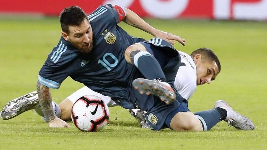 Argentina, con gol de Messi sobre la hora, igual� ante Uruguay