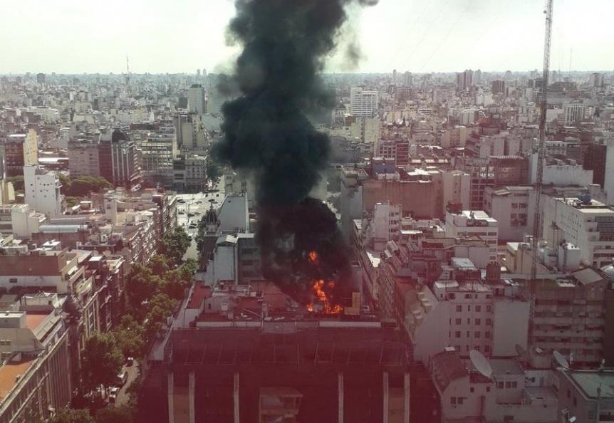 Importante incendio en un edificio del PAMI