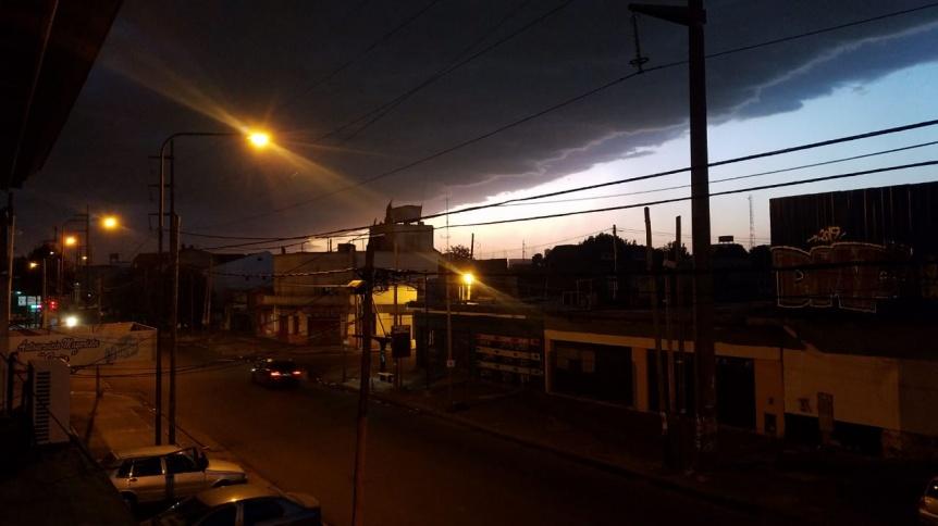 La tormenta lleg� a Quilmes con un cielo que se puso negro