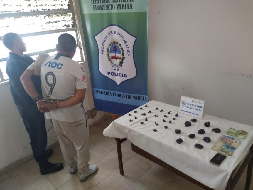 """Detienen a """"taxi dealers"""" de drogas tras persecución en Varela"""