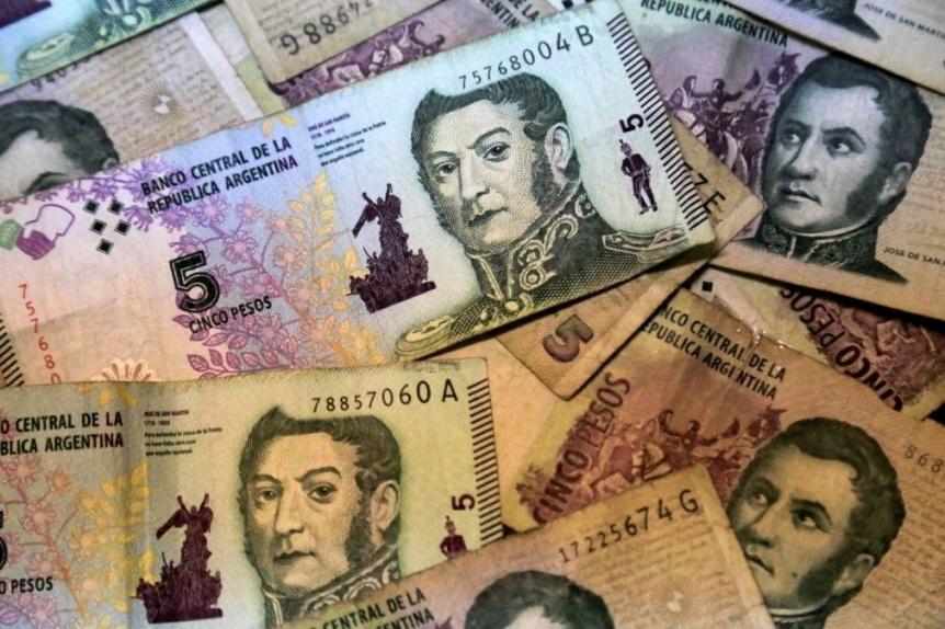 Extienden por un mes la validez del billete de 5 pesos