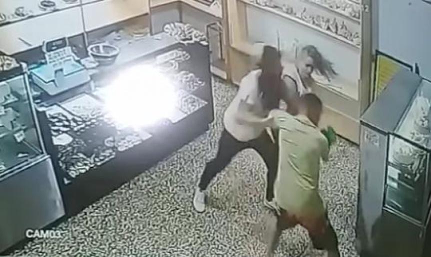 Asalt� una panader�a y se trenz� en lucha con los empleados
