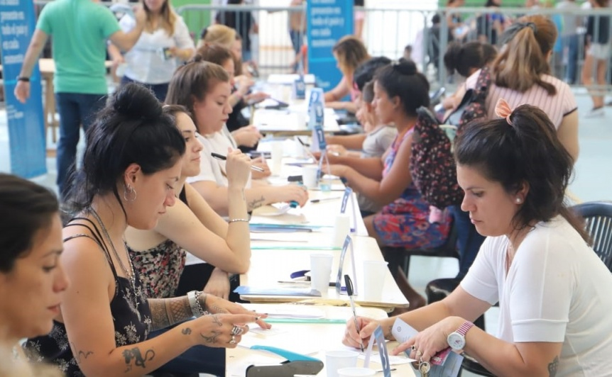 Arroyo visit� la entrega de tarjetas AlimentAR en Avellaneda