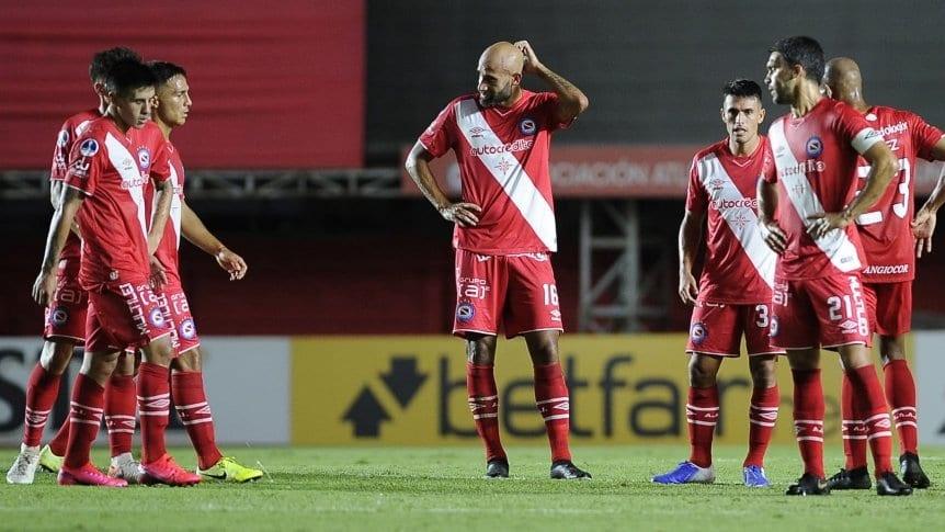 En su debut, Argentinos solo empat� con Sport Huancayo en La Paternal