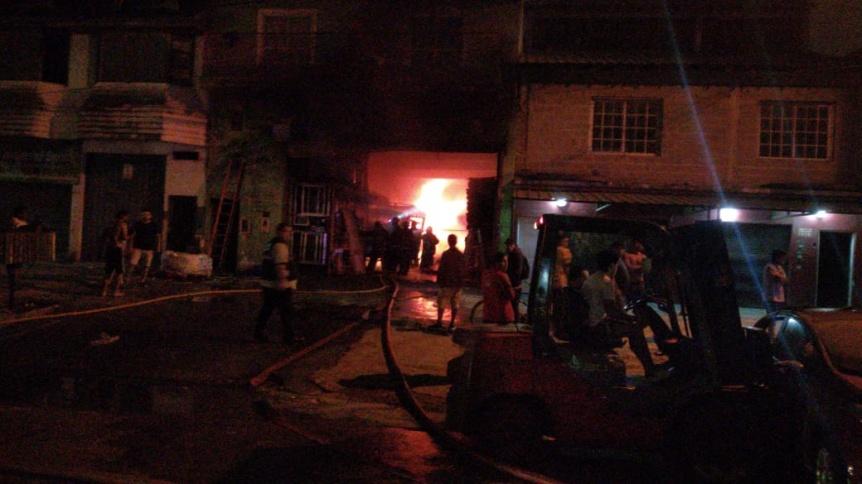 Ardi� una maderera en Av. Donato �lvarez de Solano