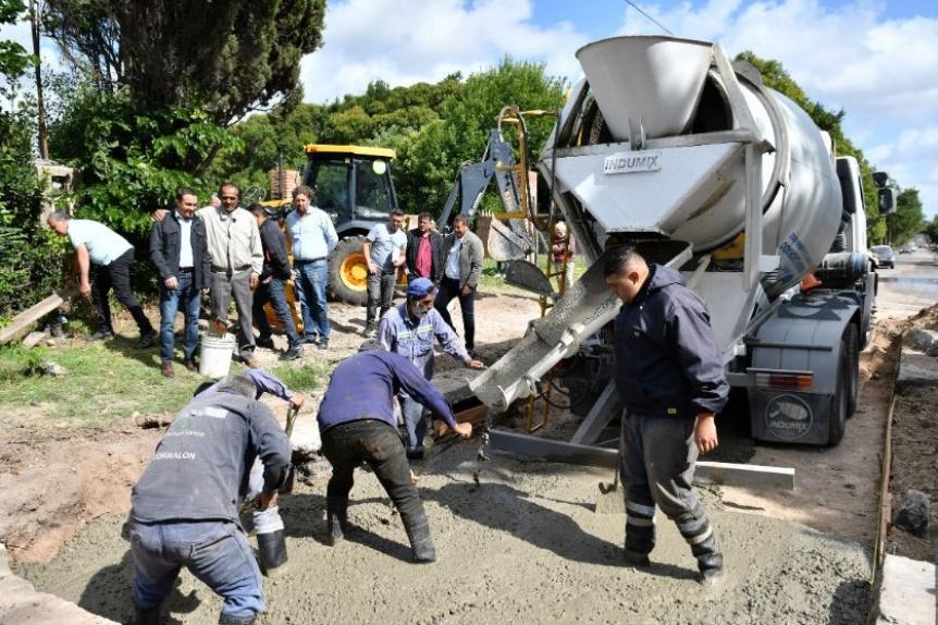 Florencio Varela: Avanza la reparaci�n vial en Avenida Hudson
