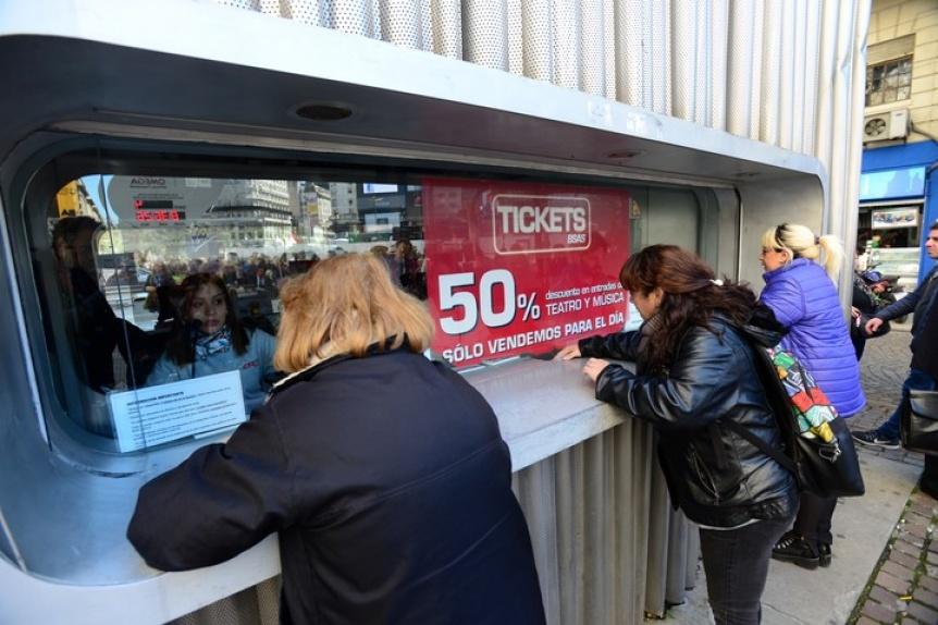 Anuncios: Cierran los cines y teatros por el coronavirus