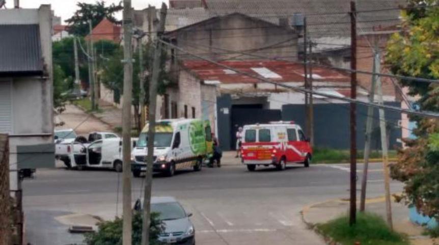Choque entre dos camionetas en Quilmes Oeste
