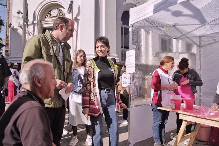 Quilmes: Aplicaron la vacuna antigripal a jubilados en la cola de los bancos