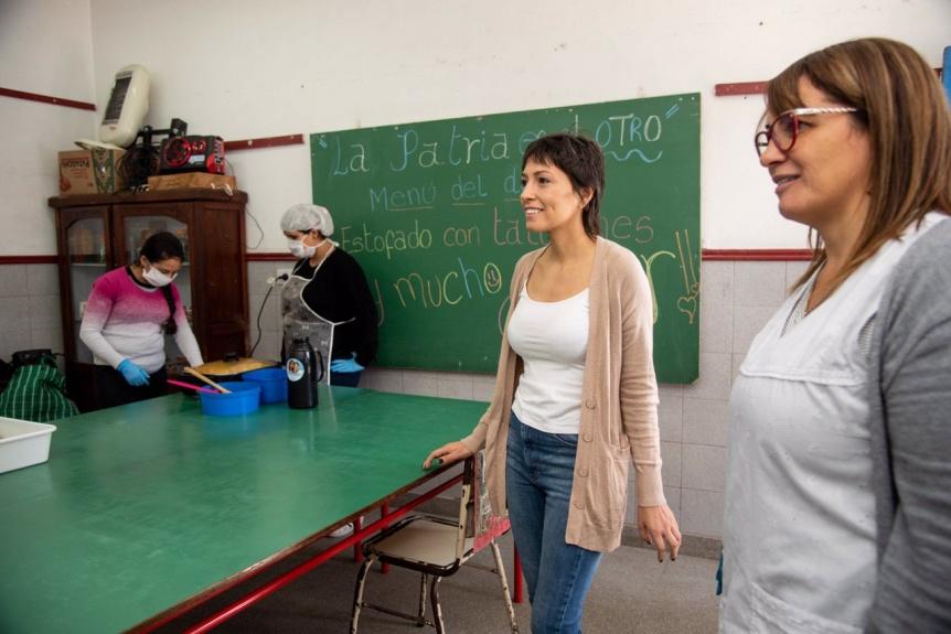 Mendoza recorrió el Punto Solidario que funciona en la Escuela Primaria N° 28