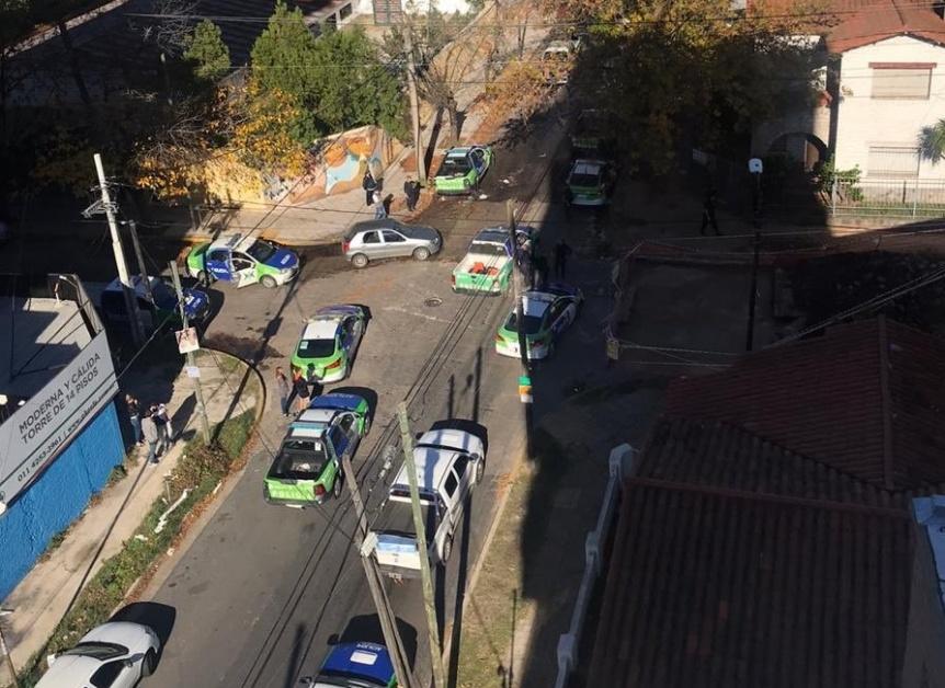 Impactante persecución de ladrones: Los atrapan en el techo de una casa de Quilmes centro