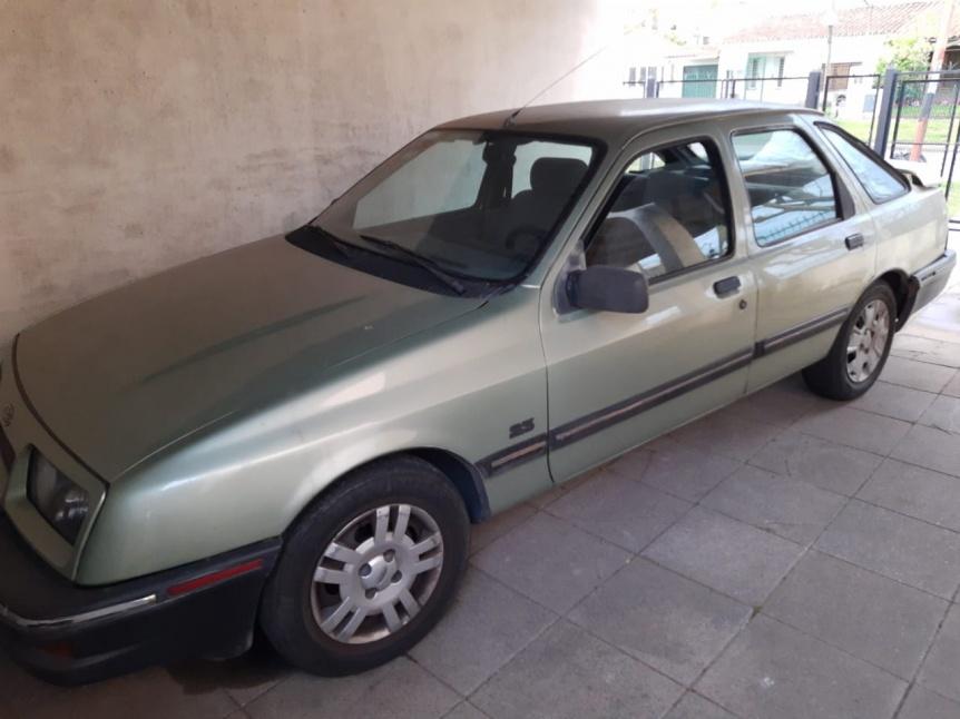 Matrimonio de Quilmes Oeste dona un auto al pochoclero que le quemaron el suyo
