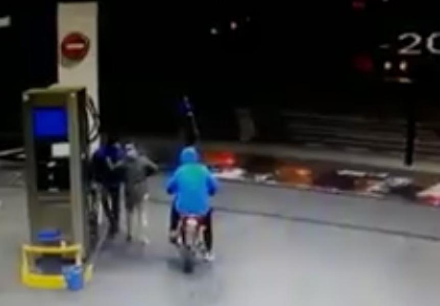 Motochorros asaltaron al playero de una estación de servicio en Bernal