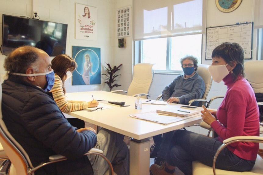 Mendoza busca articular capacitaciones para los aislados en la UNQ