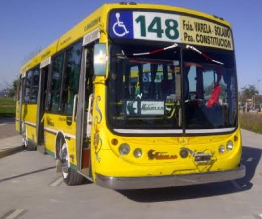 El colectivo 148 no ofrece servicios por una medida gremial