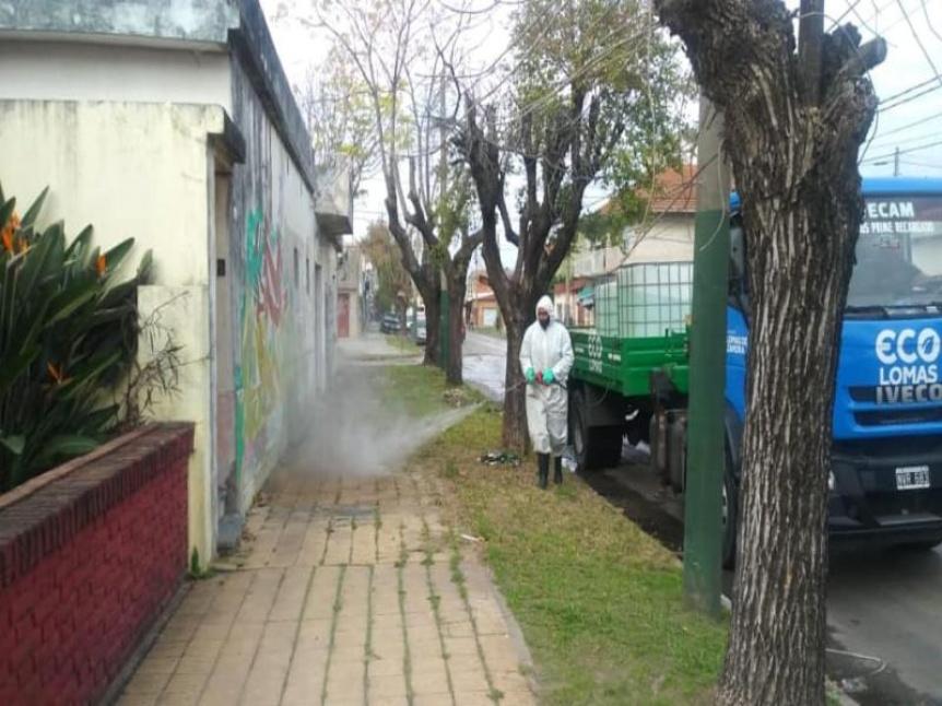 Realizan operativos de desinfección en los barrios de Lomas de Zamora