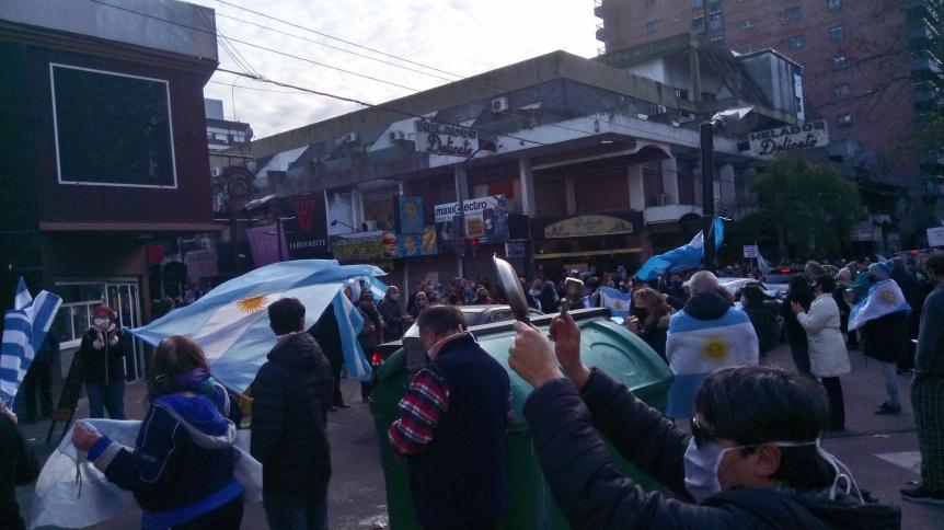 """En Quilmes también estuvo presente el """"banderazo por la libertad"""""""