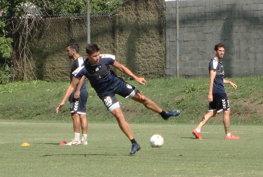 QAC: El plantel hizo fútbol reducido y se sumó Facundo Pons